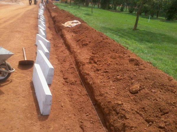 Mão de obra p/ execução de guias e sarjetas de concreto www.ecopisos.com.br