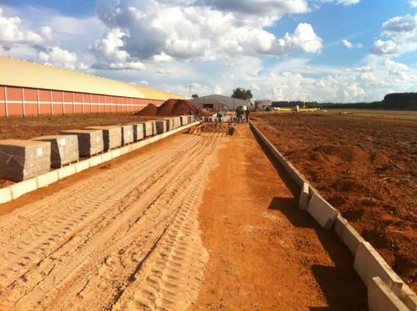 mão de obra p/ execução de guias e sarjetas de concreto - ECOPISOS PAVIMENTAÇÃO ECOLÓGICA Mão de obra p/ execução de guias e sarjetas de concreto